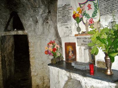monte labro, la cappella sotterranea